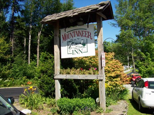 Mountaineer Inn sign