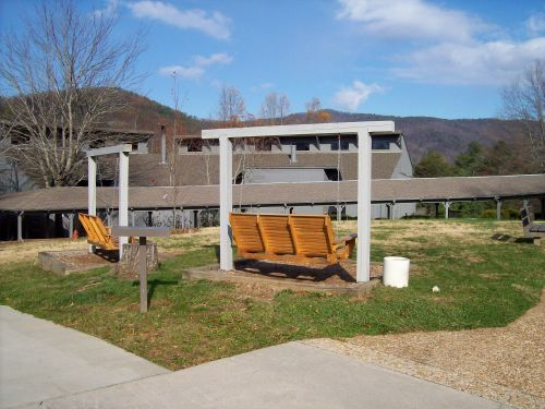 Unicoi State Park, Lodge grounds